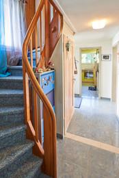 Korridor mit Treppe ins OG