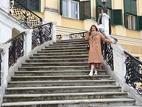 Robyn posing on the steps of Schönbrunn Palace