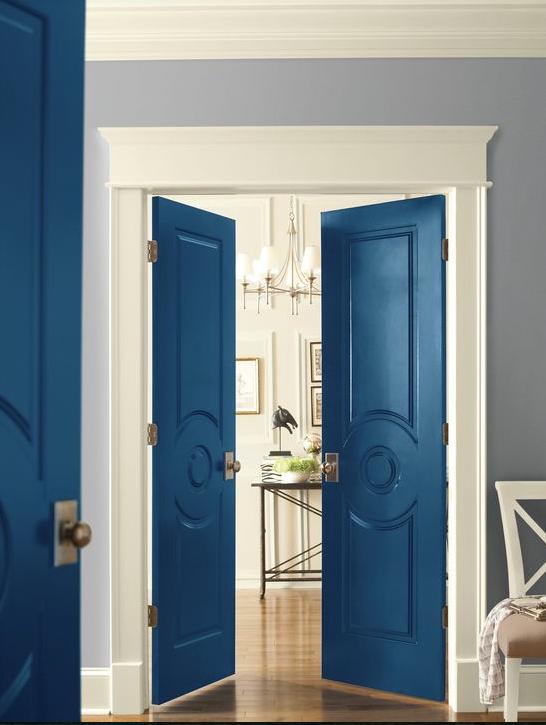 Pinta tus puertas y dale un acento nuevo a tu hogar.