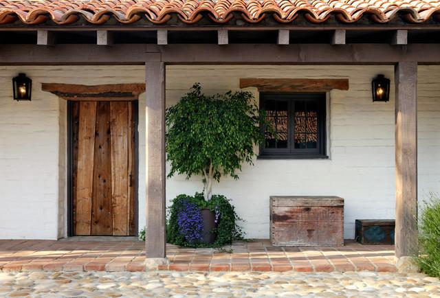Colonial Moderno: El renacimiento de casas con demasiada historia.