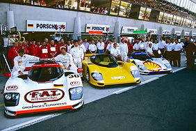 1991 wird Max Welti Motorsportdirektor weltweit bei Porsche hier im Bild mit dem siegreichen Dauer Porsche 962 in Le Mans 1994