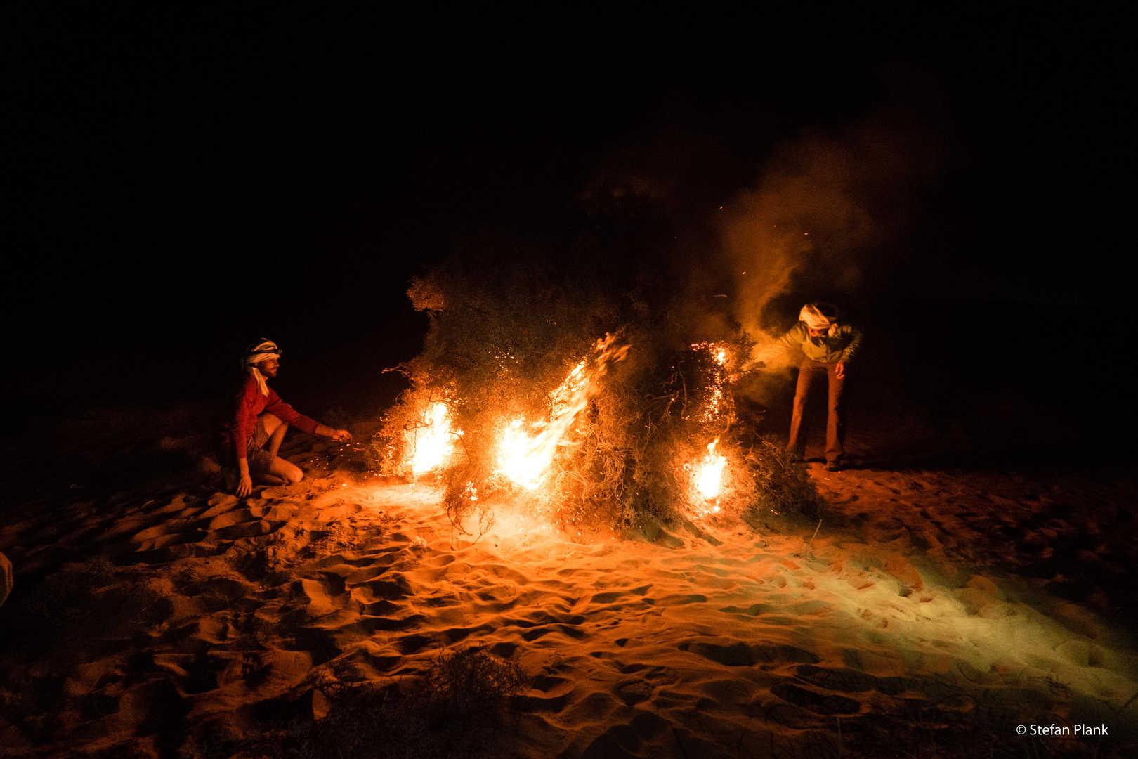 Lagerfeuer in der Sandwüste