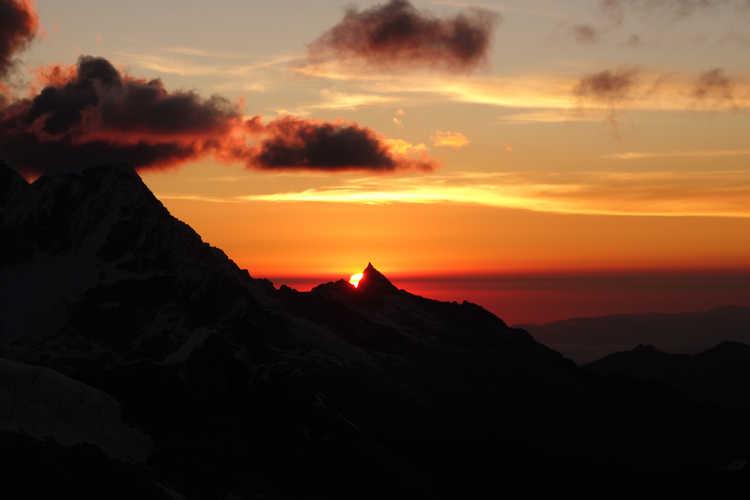 Sonnenuntergang im Hochlager des Alpamayo