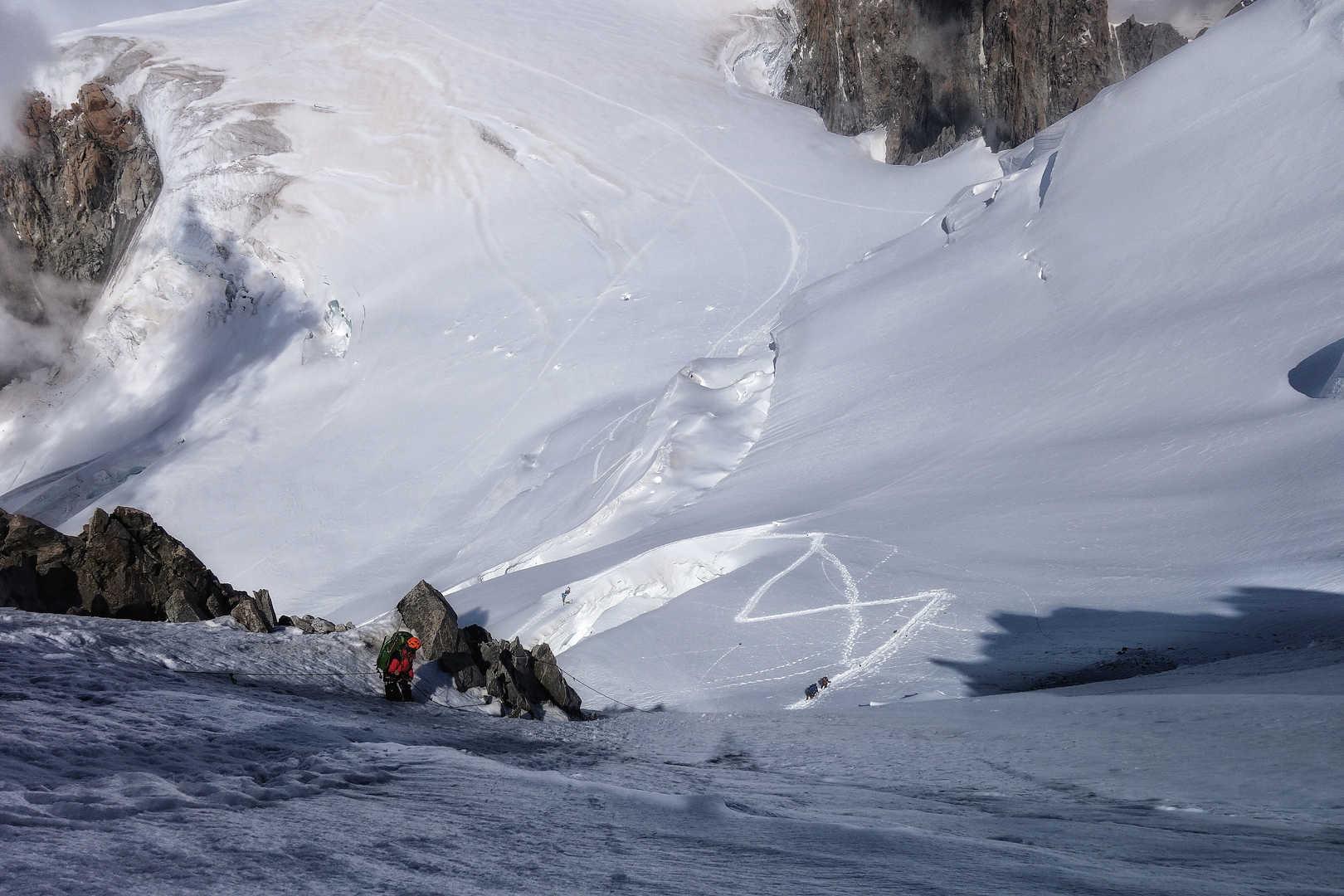Der Abstieg vom Mont Blanc zur Cosmique Hütte