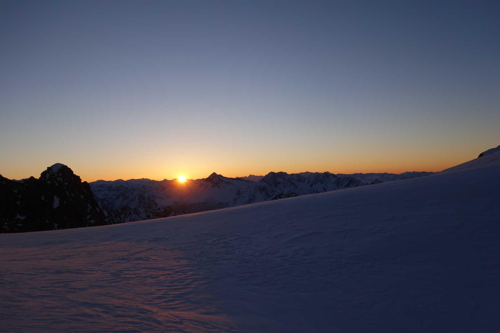 Sonnenaufgang am Bivacco Oggioni