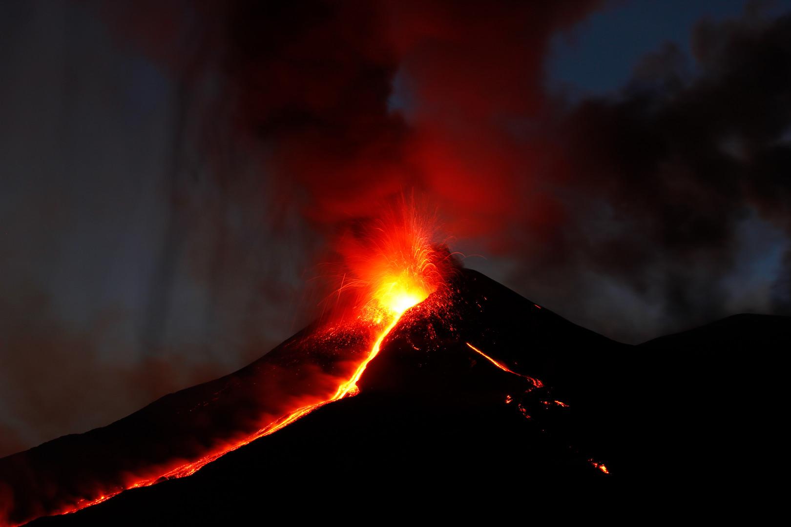 Der Lavastrom aus dem Südostkrater