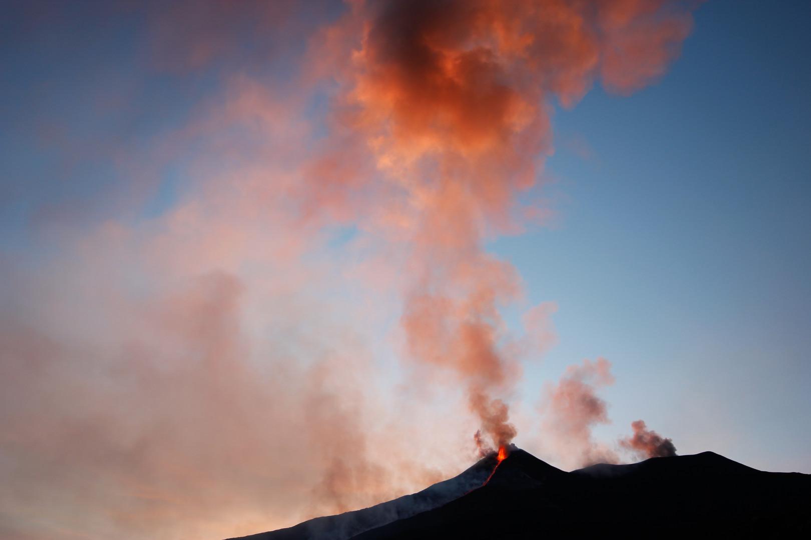Morgenstimmung über den Gipfelkratern