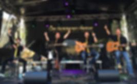 Die Reiter covern alle Hits der NDW unplugged! Die Musik einer unvergessenen Zeit, gepaart mit Geschichten und Erinnerungen - zum feiern, lachen, lauschen, mitsingen und schwelgen.  Die Partyband / Coverband für Hochzeit, Partymusik, Covermusik, Neue Deutsche Welle,  Acoustic Cover