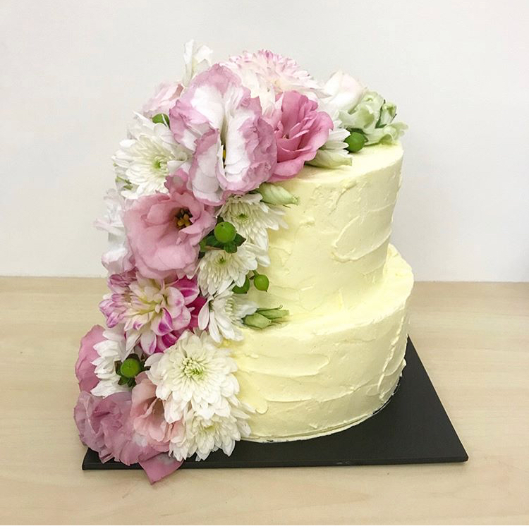 Messy buttercream with fresh flowers