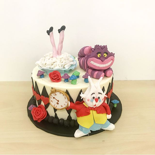 So many cute novelty cakes this weekend,