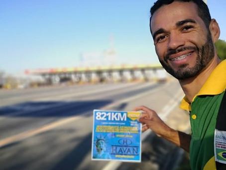 Empresário caminha 821 quilômetros para pedir ajuda de Luciano Hang, em Brusque