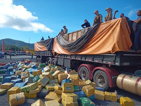 Ação conjunta PRF, PF e PM faz mega-apreensão de 24,27 toneladas de maconha