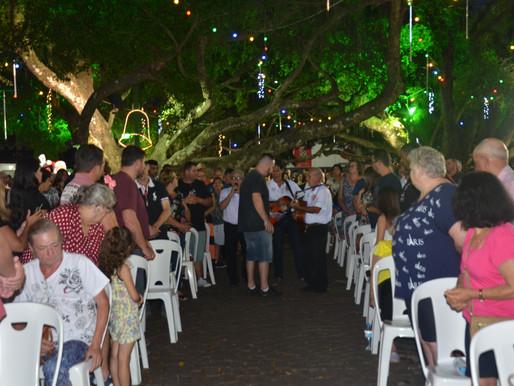 Missa e apresentações de Terno de Reis movimentaram o domingo em Camboriú