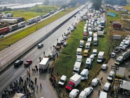 Caminhoneiros anunciam greve nacional para próxima segunda-feira(26).