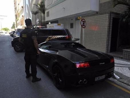 Pela segunda vez Lamborghini avaliada em quase R$ 1 milhão é apreendida em Balneário Camboriú