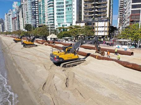 Draga que vai fazer o alargamento da praia central de Balneário Camboriú está a caminho do Brasil