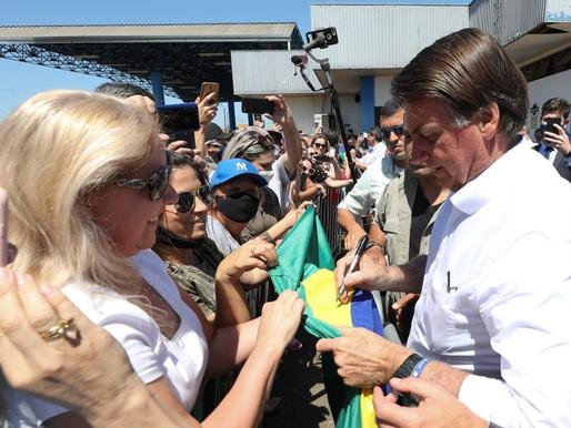 Bolsonaro visita Chapecó não fala em vacina, volta defender tratamento precoce e cita novo remédio