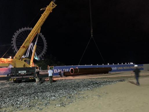 Tubos da obra do alargamento da praia central chegam a Balneário Camboriú