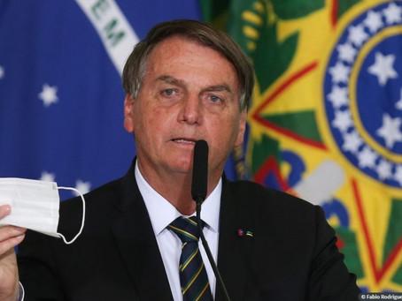 Petistas e tucanos querem voltar a qualquer custo, diz Bolsonaro