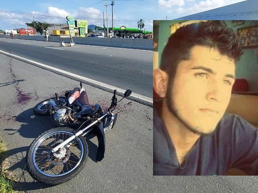 Motociclista morre após ser atingido no pescoço por linha de cerol em Navegantes.
