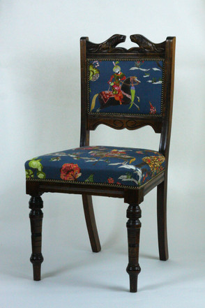 Traditional sprung and stitched hair seat with traditionally covered back. The gorgeous printed linen is by Travers.