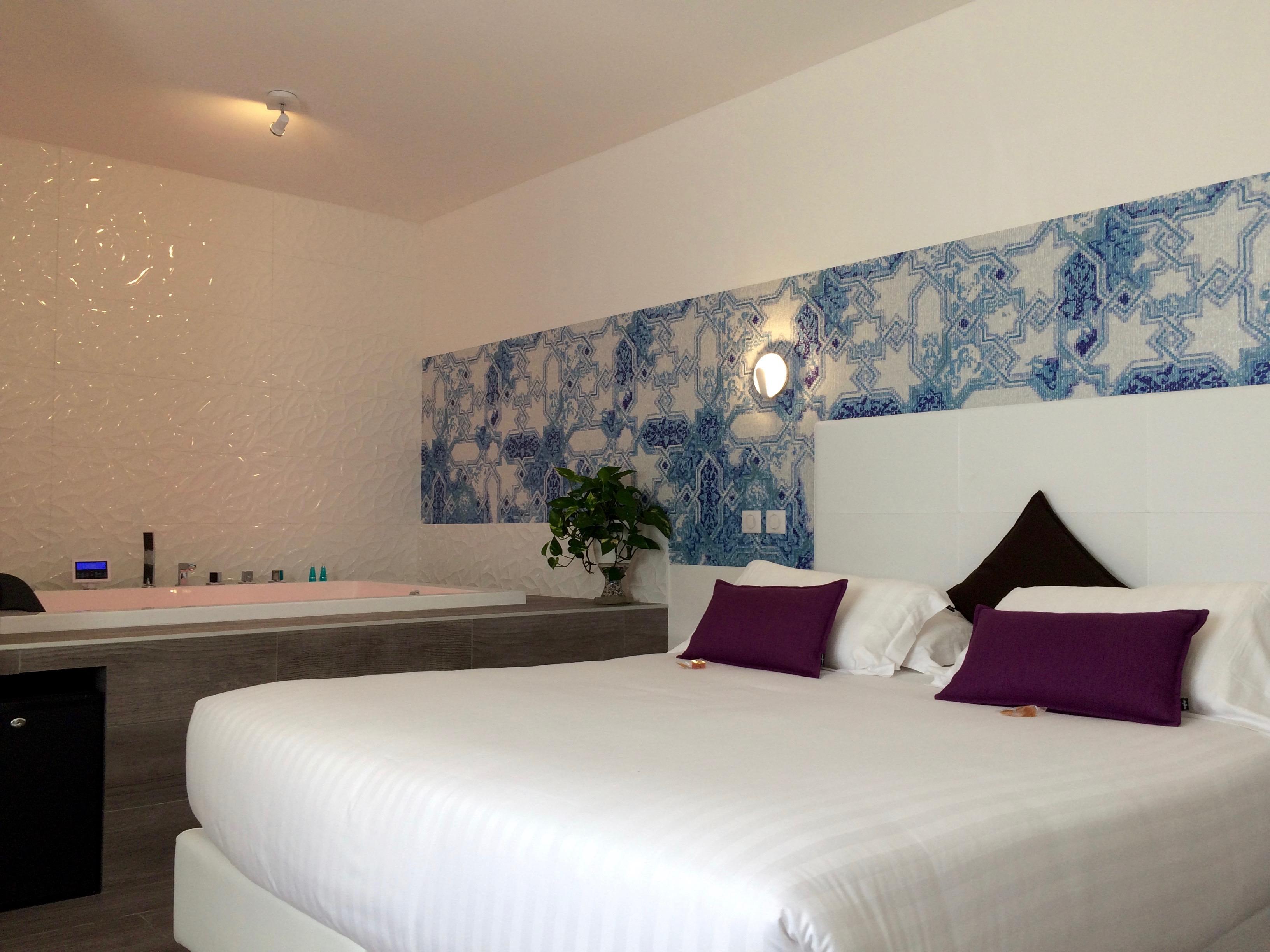 Chambre D Hotel Avec Jacuzzi Spa Prive Privatif Dans La