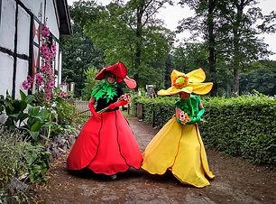 Dansende bloemen evenementen act en typetje straatanimatie