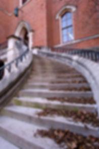 stone stairway to brick entrance on Vanderbilt's campus