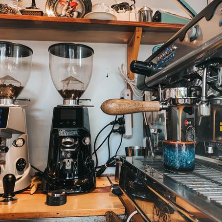 Top 4 Yếu tố cần lưu ý để tránh lãng phí khi mở quán cafe   2021