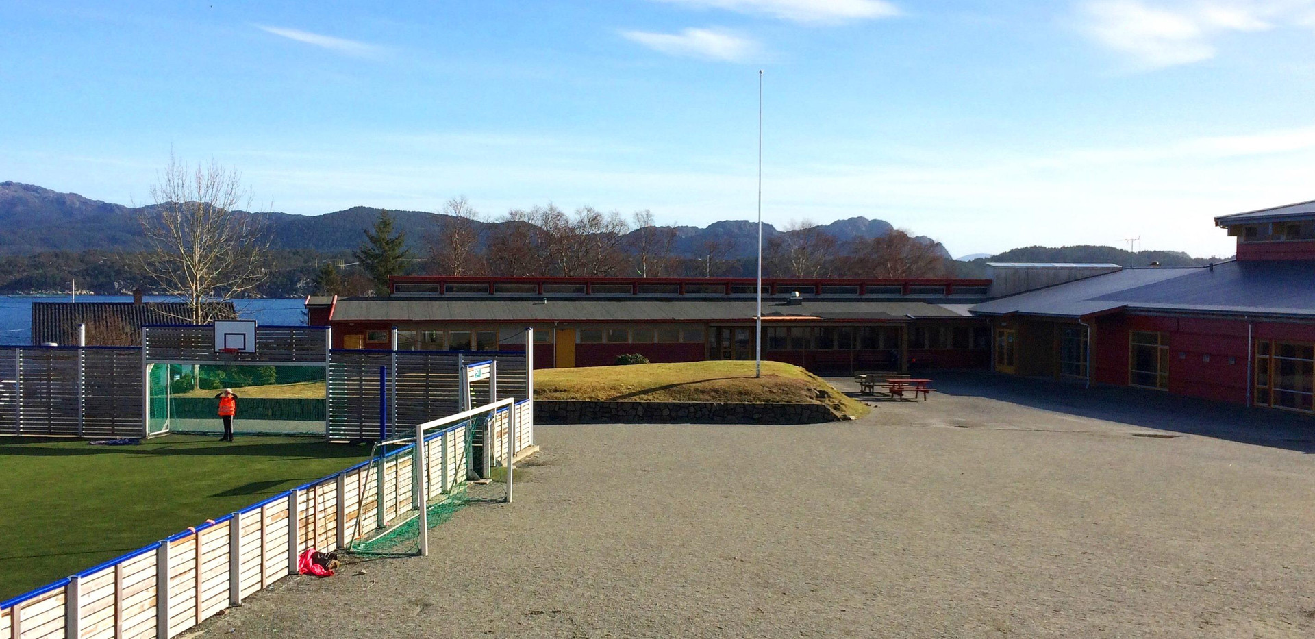 Foldrøy skule - uteområde