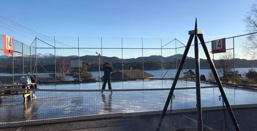 Vinteraktivitet på tennisbanen