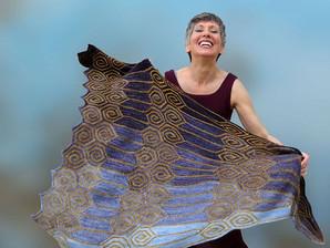 Paola Albergamo, designer italiana, ensina tricô em São Paulo