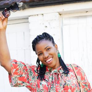 Conheça Juliet Uzor, costureira apaixonada por tecidos coloridos