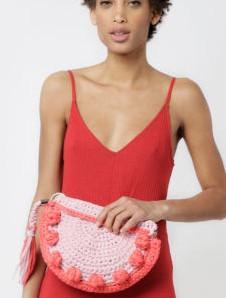 Que tal aprender a fazer uma bolsa de crochê? Confira receita gratuita!