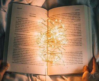 book-light-blur-nong-vang-s-w.jpeg