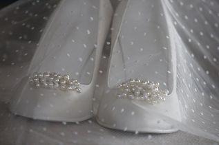 Glamorosa - scarpe sposa: punta aperta / chiusa, tacco alto / basso, con cristalli:, strass, fiocchi, colorate e personalizzate solo da Glamorosa – Cerveteri Roma