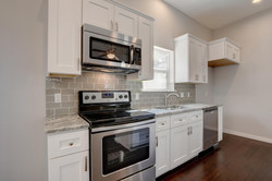 811 Gunter St   Unit A-large-033-22-Unit B Kitchen and Breakfast-1499x1000-72dpi