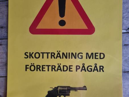Info-skyltar om skotträning
