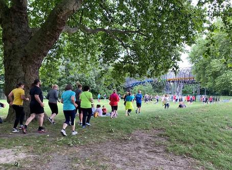 Sport im Park: Es regnet, es regnet…aber 700 Sportbegeisterte lassen sich von nichts abhalten