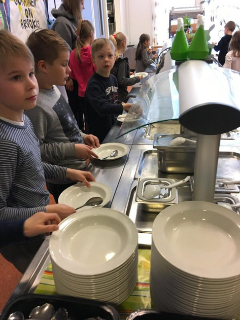 Students Serving their Own Lunch