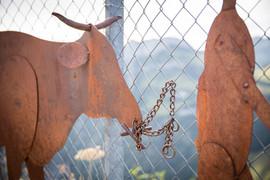 Stier mit Senn, Gartenobjekte aus Blech