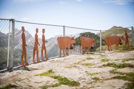 Kühe und Sennen, Gartenobjekte aus Blech