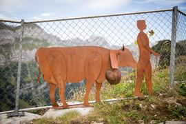 Schellenkuh und Senn, Gartenobjekte aus Blech