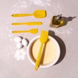 Yellow Spatula Set Cooking