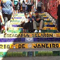 Amigos americanos na escadaria do Selaro