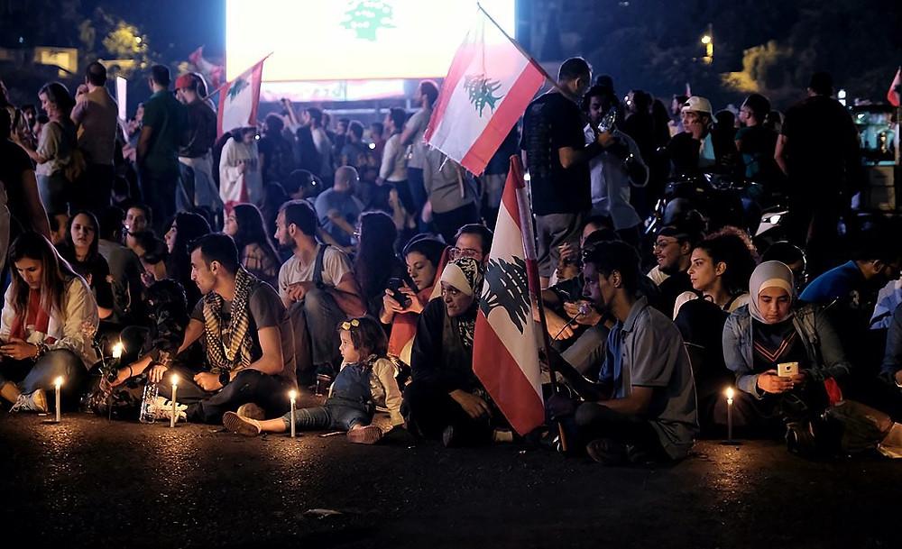 Cross-ethnic protests across Lebanon. Seen here blocking Ring Bridge. (Photo: Wikimedia Commons)