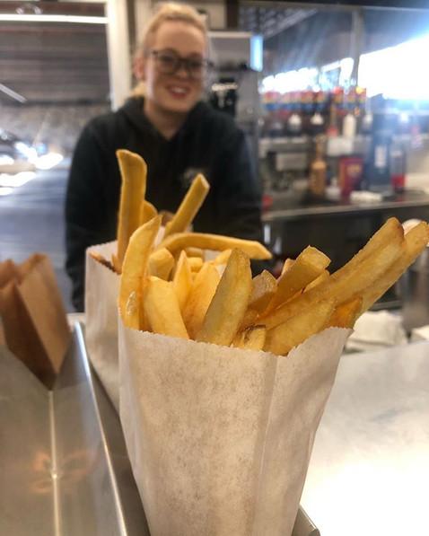Hot fries and pretty smiles!! #dandysdri