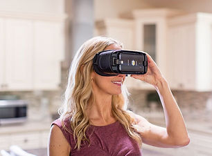 VR Brille Frau.jpeg