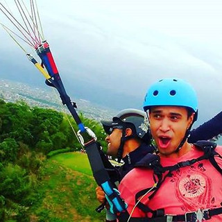 Segura ai, vamos virar para a direita 😂😂😂 #voolivrebrasil #prazerdevoar #solparagliders #profissaoaventura #paraglidingnews #gopro #goprobra