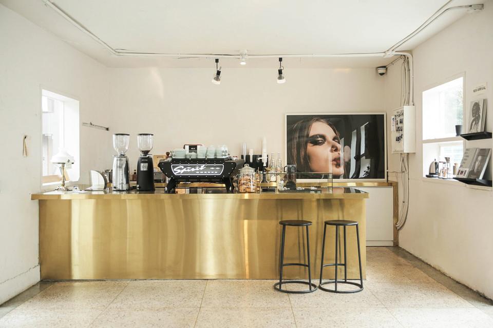 Cafe 1F